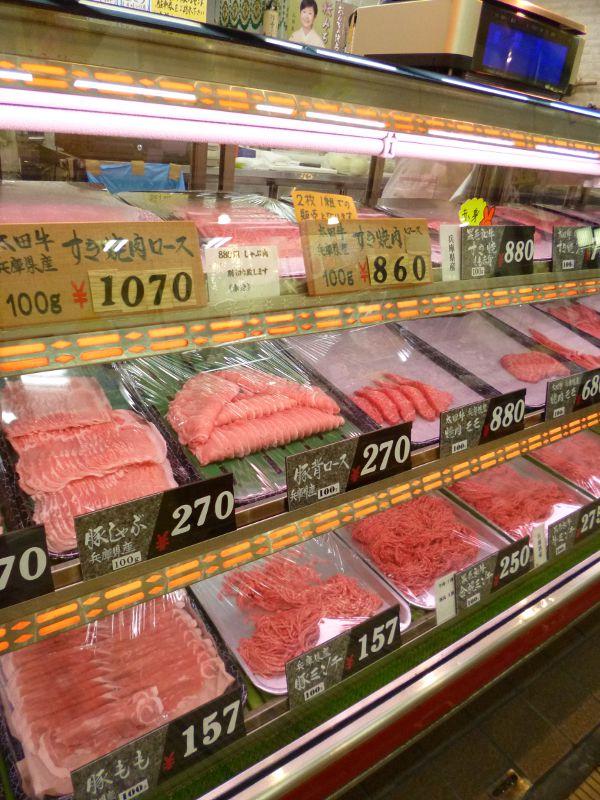 お安くお求めいただけるお肉のラインナップ